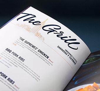 Versión para dispositivos móviles de la dirección creativa de las cartas de restaurantes Blue Frog. Tea for two - diseño de cartas de restaurantes.